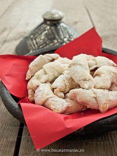 Cornulete fragede ~ bucatar maniac Romanian Desserts, Romanian Food, Romanian Recipes, Always Hungry, Christmas Baking, Cake Cookies, Sweet Tooth, Food Porn, Good Food