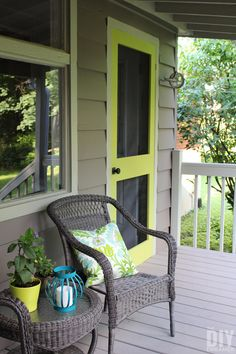 A great way to add some color to your front porch is by building a screen door and painting it a fun bright color. Learn how to build your very own DIY Screen Door. Custom Screen Doors, Wood Screen Door, Diy Sliding Barn Door, Diy Door, Building A Patio, Porch Doors, Diy Cutting Board, Cool House Designs, Exterior