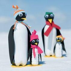 Pinguinos hechos con botellas de plastico reciclado