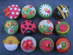 Cupcakes themed after a typically spring garden, with bee's, flowers and more! Fondant Toppers, Fondant Cupcakes, Fun Cupcakes, Cupcake Cookies, Cupcake Toppers, Cupcake Wars, Garden Cupcakes, Spring Cupcakes, Sweet Cakes