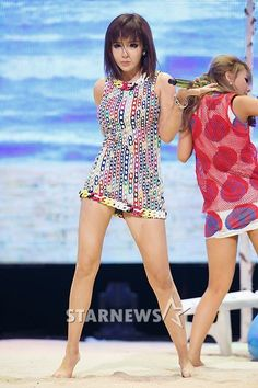 """Park Bom joins for """"YG Family 2014 Galaxy Tour: Power"""" Bom makes her first public appearance in South Korea joining the rest of YG Family after her prescription drugs scandal. Btob, South Korean Girls, Korean Girl Groups, Cl 2ne1, Culture Pop, Sandara Park, Big Bang, Living Dolls, Stage Outfits"""