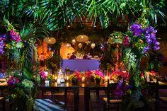 Photo: Ira Lippke Studios centerpieces ideas 23 Chic and Beautiful Wedding Centerpiece Ideas - MODwedding Tiki Wedding, Mod Wedding, Fall Wedding, Wedding Reception, Dream Wedding, Wedding Disney, Wedding Vows, Trendy Wedding, Rustic Wedding Decorations