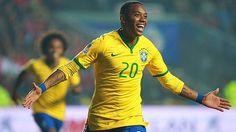 El Atlético Mineiro de Brasil anunció hoy el fichaje del delantero Robinho, que acaba de dejar el Guangzhou Evergrande chino, como su principal refuerzo de cara a la Copa Libertadores, torneo en el que enfrentará a Melgar. Feb 13, 2015.