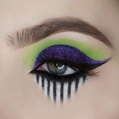 Are you looking for inspiration for your Halloween make-up? Browse around this website for creepy Halloween makeup looks. Asian Eye Makeup, Makeup Eye Looks, Eye Makeup Art, Smokey Eye Makeup, Eyeshadow Makeup, Makeup Eyes, Beetlejuice Makeup, Beetlejuice Halloween, Creepy Halloween Makeup