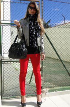 Calça Vermelha com jaqueta metalizada