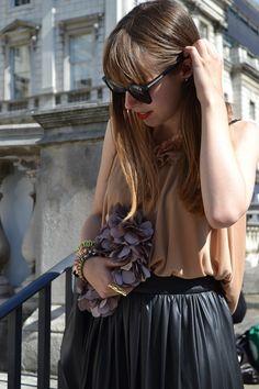 Black Frame Sunglasses New Ray Ban Sunglasses, Sunglass Frames, Trends, Pearls, Black, Women, Fashion, Moda, Black People