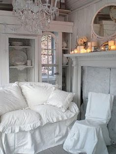 ♥ the slipcover with the ruffled edge of pillows, looks so inviting