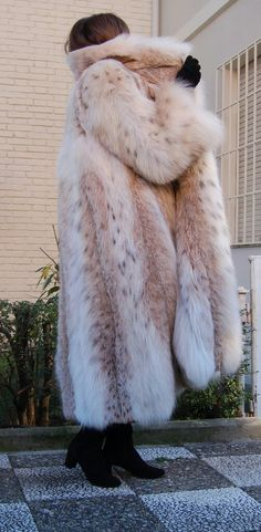 Galanos russian lynx fur coat in wonderful like new condition, worn once and kept in climatized wardrobe. Big design neck, satin pearl lining signed Galanos, closed by two hooks. Lynx, Long Fur Coat, Fur Clothing, Woman Clothing, Winter Fur Coats, Fur Fashion, Fashion Purses, Russian Fashion, Mink Fur