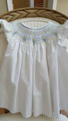 Smocked Baby Clothes, Girls Smocked Dresses, Little Girl Dresses, Smocked Clothing, Frock Patterns, Smocking Patterns, Baby Dress Patterns, Smocking Baby, Smocking Plates