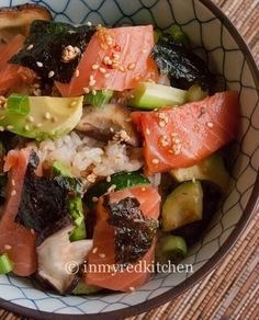 SALMON SUSHI SALAD Ingredients for the dressing: 2 Tbsp sesame oil 2 Tbsp soy sauce 2 Tbsp rice vinegar 1 Tbsp sesame seeds 1 tsp mirin (Japenese cooking w Asian Recipes, Healthy Recipes, Ethnic Recipes, Sushi Recipes, Sushi Salad, Sushi Love, Clean Eating, Healthy Eating, Fish Dishes