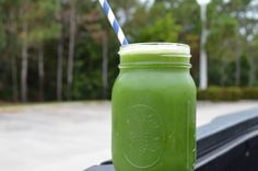 green juice in a mason jar Commercial Juicer, Juicer Machine, Juice Recipes, Making Machine, Fruits And Vegetables, Mason Jars, Mugs, Tableware, Green