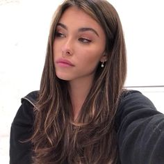 Hair Care Tips That You Shouldn't Pass Up. If you don't like your hair, you are not alone. Brown Blonde Hair, Brunette Hair, Dark Hair, Medium Blonde, Hair Inspo, Hair Inspiration, Madison Beer Hair, Madison Beer Makeup, Aesthetic Hair