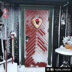 Så koselig julestemning på denne hytta i Røros!!👀 We just love the Christmas feeling at this cabin! @hytte_interior #hytteliv #hyttekos #hyttelivet #inspirasjon #snartjul #hygge #kos #cabin #cabinlife #cottage #inspiration #outdoor #nordic #nordicinspiration #simple #simple #simplelife #scandinavian