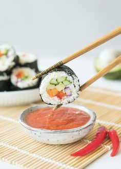 Cauliflower Sushi with Thai Chili Sauce Blumenkohl-Sushi mit thailändischem Chili Sauce Clean Recipes, Whole Food Recipes, Cooking Recipes, Healthy Recipes, Cooking Chili, Diet Recipes, Paleo Ideas, Cooking Corn, Cooking Beets