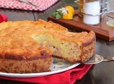 Ricetta torta 7 vasetti salata, facilissima e senza bilancia. Le dosi si misurano con il vasetto dello yogurt. Farcita con prosciutto e formaggio, ottima!