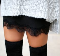 Straight skirt, big sweater and high boots - yep, done