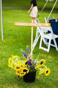 Send your guests to the reception with this Dinner + Dancing sign! #rustic #weddingideas {The Story Photography}