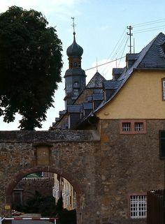 Klosterkirche mit altem Torbogen, Rockenberg