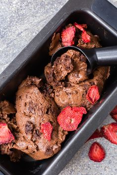 This Thermomix Brownie Ice cream is the best dessert you can have. Super fluffy, no dairy and packed with amazing double chocolate brownies. Chocolate Brownie Ice Cream, Dairy Free Chocolate, Vegetarian Chocolate, Delicious Chocolate, Chocolate Brownies, Frozen Desserts, Fun Desserts, Dessert Recipes, Delicious Desserts