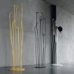 Alga freestanding metal coat stand with an original design (yellow colour not available)
