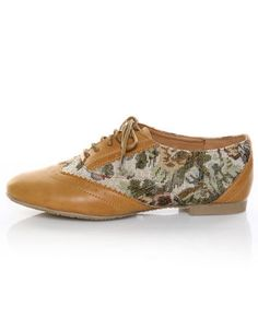 these oxfords speak to the old woman inside me.  and the '40s fashion lover in me.  trey chic
