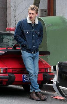 Austin Butler brought back memories of James Dean in his dark wash denim jacket on '