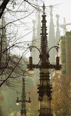 Avinguda Gaudí de Barcelona. Al fons, la Sagrada Família (Catalunya - Catalonia)
