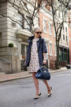Blair Eadie of Atlantic Pacific featuring Tory Burch, Banana Republic and Gucci. Street Chic, Street Style, Street Fashion, Fashion Sites, Fashion Trends, Atlantic Pacific, Fashion Lookbook, Nice Dresses, Shift Dresses