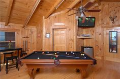 """View Topia Falls -- The top level has a queen bed with top of the range mattress, leather queen sofa sleeper, regulation size pool table, 46""""Flat Screen LCD HD TV with X Box 360, iPod home stereo/charging station, arcade game and pub table with 4 saddle stools."""