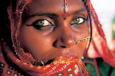 Papu, a Bhopa woman from the Thar desert in Rajasthan, India Gypsy Girls, Gypsy Women, Beautiful Lips, Beautiful People, Indian Face, Hazel Eyes, People Of The World, Bikini Fashion, Country Girls