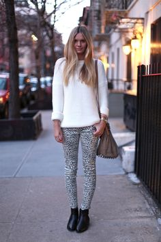 My next post is dedicated to knitwear must-haves. You are about to see this year's best sweaters, jumpers and cardigans to wear in your everyday lives. Leopard Print Pants, Print Jeans, Cheetah Print, Print Tights, Leopard Leggings, Fashion Moda, Autumn Winter Fashion, Knitwear, Winter Outfits