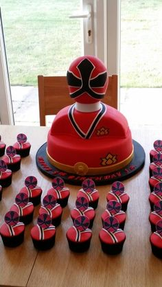 Power Ranger cake...what a challenge! :)