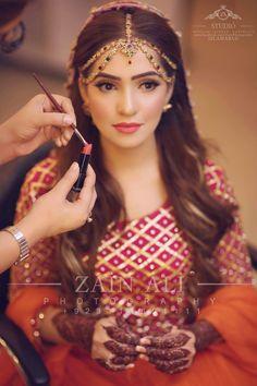 Love her headpiece Hair Design For Wedding, Wedding Wear, Wedding Bride, Pakistani Bridal Wear, Pakistani Wedding Dresses, Pakistan Wedding, Mehndi Brides, Indian Bridal Hairstyles, Indian Bridal Makeup