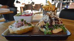 Ruokakonsepti on mutkaton; hyvää ruokaa tarjoiltuna huokeaan hintaan. Tarjolla on valikoima gourmet-burgereita, laadukkaita australialaisia pihvejä sekä Atlantin hummereita. Perinteiseen australialaisen pubin tapaan Woolshed tarjoaa rennon ateriakokemuksen. Hummer, Restaurant Bar, Sushi, Ale, Restaurants, Chicken, Meat, Ethnic Recipes, Food
