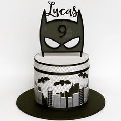Easy super hero birthday cake with printable cake toppers Diy