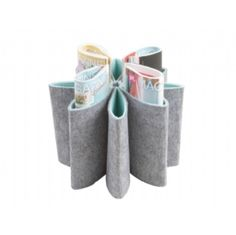 Tidy your house in 30 seconds by sticking your magazines in this gorgeous felt holder!