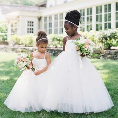 9ee0b122536 15 Flower Girl Shots That Just Kill Us With Cuteness
