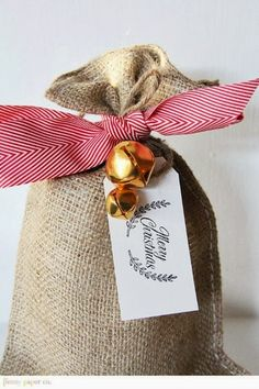 Adorable Burlap Christmas Gifts Wrapping Ideas 33 Adorable Burlap Christmas Gifts Wrapping IdeasChristmas Party Christmas Party or Xmas Party or variant may refer to: Burlap Christmas, Noel Christmas, Christmas Gift Wrapping, Christmas And New Year, Christmas Crafts, Christmas Cookies, Vintage Christmas, Creative Gift Wrapping, Creative Gifts