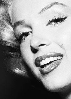 marilyn monroe ❤my idol. So beautiful and smart Marylin Monroe, Marilyn Monroe Photos, Rita Hayworth, Sophia Loren, Classic Hollywood, Old Hollywood, Rachel Welch, Laser Tag, Foto Poster