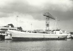 Het schip ligt bij de Machinefabriek Olthof in Capelle a/d IJssel  Dit bedrijf zit nog steeds op dezelfde locatie  Er naast zat de reparatie werf van Vuyk MARGRIET ANJA http://vervlogentijden.blogspot.nl/2015/03/elke-dag-een-nederlands-schip-uit-het_3.html