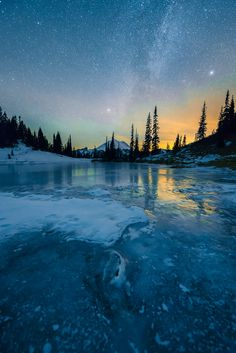 What an incredible night landscape. Beautiful Sky, Beautiful Landscapes, Beautiful World, Wallpaper Paisajes, Sky Full Of Stars, The Sky, Stargazing, Night Skies, Nature Photos