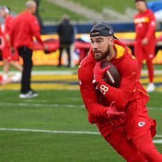 My boy Travis Kelce 🔥🔥 Kansas City Chiefs Football, Nfl Football, Football Wall, Funny Football Memes, Travis Kelce, Hottest Guy Ever, Sports Personality, Sports Baby, Football Design