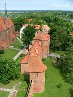Frombork Castle, Warmia The place where Copernicus studied the movements of the stars and the planets and realised that the Earth was in orbit around the Sun - Mazury, Poland Beautiful Castles, Most Beautiful Cities, Beautiful World, Croatia Travel, Thailand Travel, Bangkok Thailand, Hawaii Travel, Italy Travel, Great Places