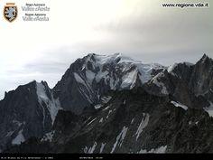 Foto Bollettino Neve Courmayeur: http://www.bollettinoneve.net/bollettino-neve-courmayeur.html Bollettino neve Valle d'Aosta #neve #montagna #snowboard #snow #mountain #sciare #inverno #ski #skislope #skier #skiing #winter #alpi #alps #appennini alps | italy | ski chalet | snowboarding | heritage site | Snow Style | Snow photography | Snow Falls | mountain photography | snowy mountains | mountain photography | Mountains and snow | snow mountain | mountaineering | trekking | Ski Resorts…