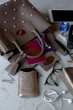 A Mulberry Morning with Tanya Burr and Jim Chapman with the Somerton Briefcase and Cara Delevingne Bag. What In My Bag, What's In Your Bag, My Bags, Purses And Bags, Inside My Bag, What's In My Purse, Types Of Handbags, Tanya Burr, Divas