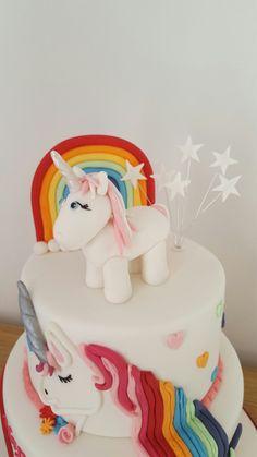 Sugarpaste unicorn and rainbow