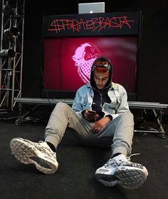 Sfera Ebbasta uploaded by noemi on We Heart It Music Wallpaper, Wallpaper Iphone Cute, Best Rapper, My Boys, Ariana Grande, Persona, We Heart It, Crushes, Idol