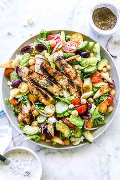 Greek Chicken Gyro Salad Healty Food For Dinner Greek Marinated Chicken, Greek Chicken Salad, Chicken Gyros, Chicken Salads, Easy Salads, Summer Salads, Summer Food, Healthy Salad Recipes, Lunch Recipes