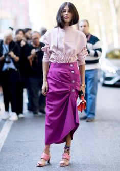 Why Hit Repeat? 31 Spring Outfit Ideas for Every Day in May - theFashionSpot Printemps Street Style, Milan Fashion Week Street Style, Spring Street Style, Milan Fashion Weeks, Street Style Looks, Colourful Outfits, Colorful Fashion, Estilo Street, Casual Skirt Outfits