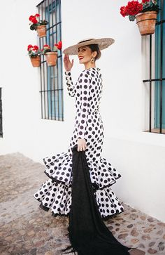 spanish style homes for sale Spanish Style Weddings, Spanish Woman, Black Polka Dot Dress, Polka Dots, Mode Inspiration, Dress Me Up, Clothing Patterns, Couture Fashion, Dress To Impress